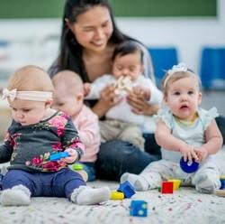 Benar Tidak Bayi Gaul Lebih Pintar?