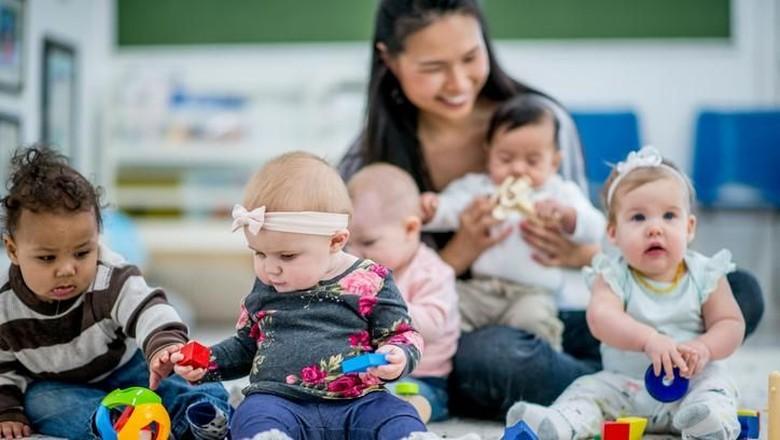Benar Tidak Bayi Gaul Lebih Pintar? (Foto: iStock)