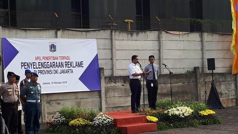 Bareng Wakil Ketua KPK, Anies Pimpin Apel Penertiban Reklame