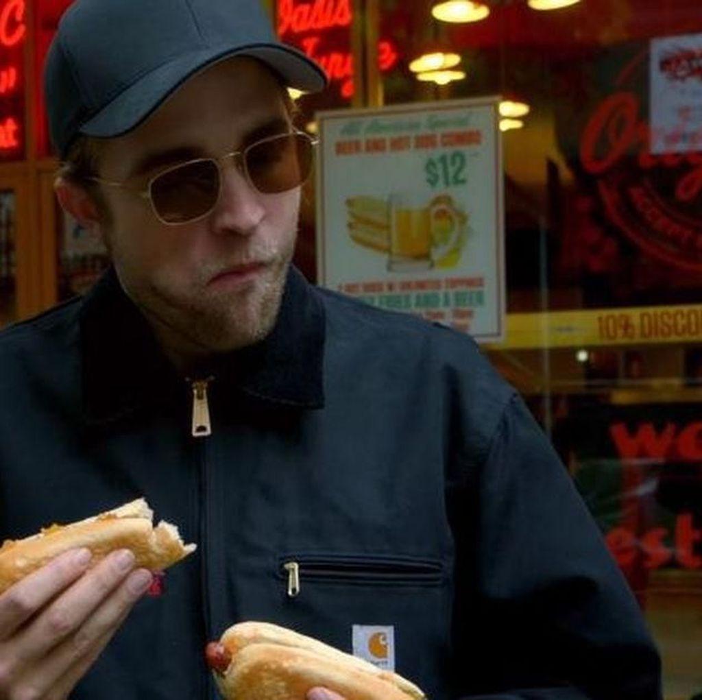 Robert Pattinson, si Vampire Tampan yang Suka makan Es Krim dan Lobster
