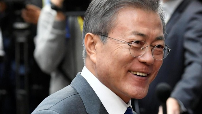 South Koreas President Moon Jae-in arrives at the ASEM leaders summit in Brussels, Belgium October 19, 2018. REUTERS/Piroschka van de Wouw