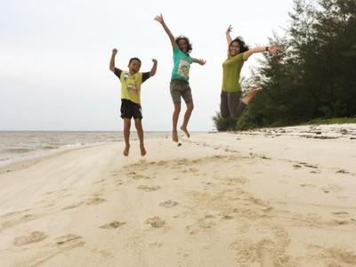 Pantai Tanjung Keluang yang Bikin Rindu Kalimantan