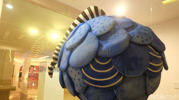 Menikmati Sajian Karya Seni dan Desain di Tengah Hotel