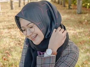 7 Tutorial Hijab Segi Empat Simpel Ala Youtuber Cantik Bandung