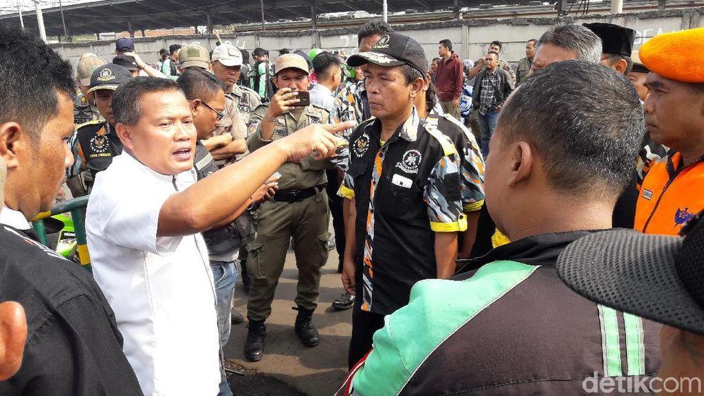 Dishub Tertibkan Ojek Online yang Mangkal di Depan Stasiun Bekasi