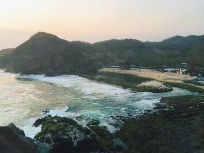 Pantai Siung yang Menghipnosis