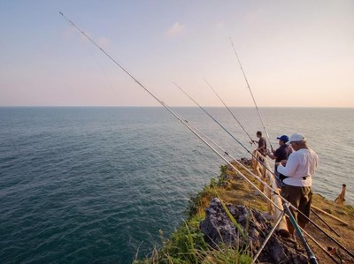 Mancing Asyik Akhir Pekan di Pantai Ngeden, Gunungkidul