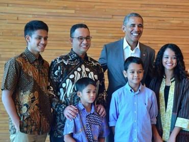 Wah foto bareng mantan Presiden AS, Barack Obama, nih. Momen langka ya, Bun. (Foto: Mutiara Baswedan)
