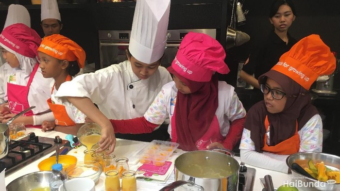 Aksi Seru Anak-anak Saat Jadi Chef