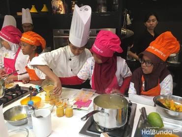 Dalam acara International Chefs Day yang merupakan kerja sama Nestle Indonesia dan anak-anak memasak 4 menu yaitu omelet bayam, puding mangga, jus buah, dan tumis daging sayuran.