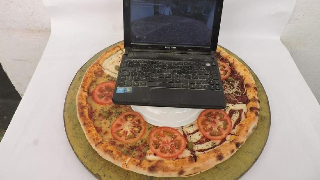 Dari Satu Tandan Pisang hingga Laptop, Ini 12 Topping Pizza Ajaib