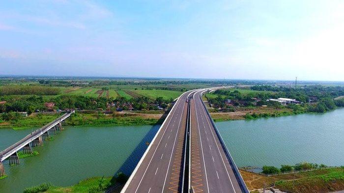 Kertosono-Mojokerto seksi 2 dan 3 24,92 km, dioperasikan 2016 dan 2017. Pool/PUPR/File.