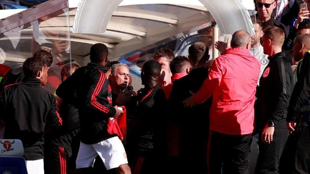 Insiden Ribut-Ribut Mourinho di Pinggir Lapangan Stamford Bridge