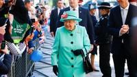 Sakti! Ratu Inggris Tak Butuh Paspor untuk Traveling, Kok Bisa?