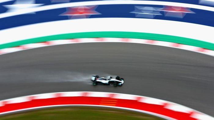 Lewis Hamilton tercepat di sesi latihan pertama GP Amerika Serikat. (Foto: Dan Istitene/Getty Images)