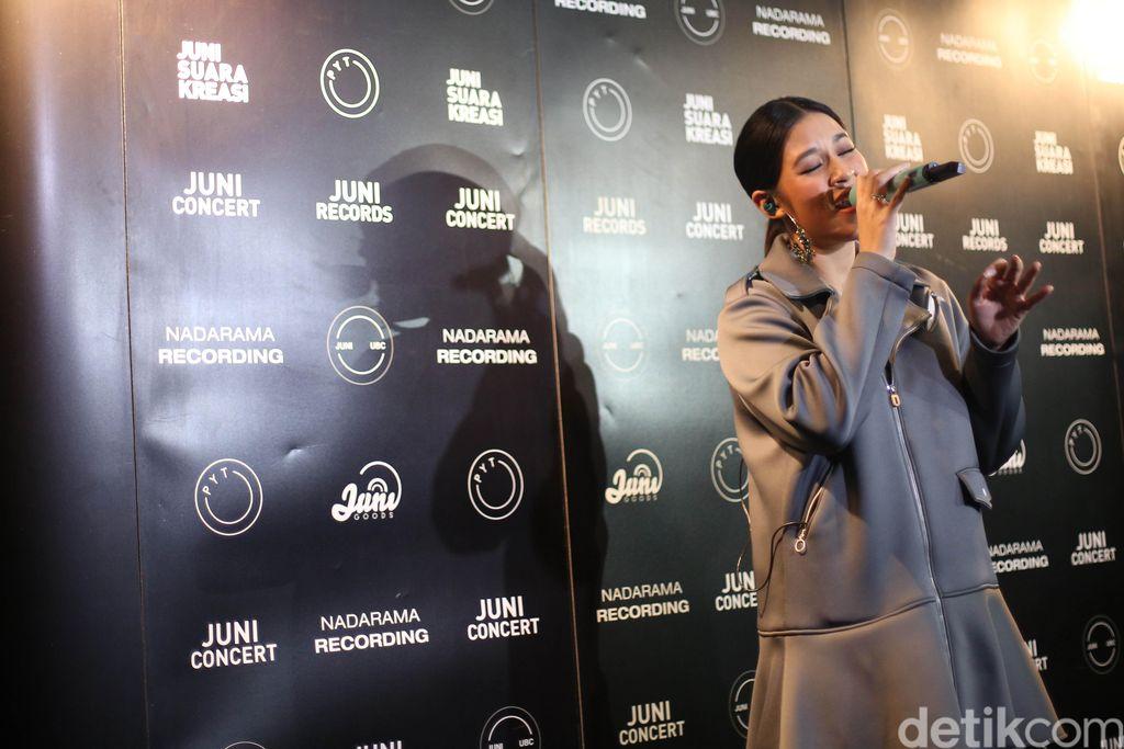Raisa Andriana saat jumpa pers lagu 'My Kind of Crazy'  di CGV Cinemas Pacific Place, Jakarta, Kamis (18/10/2018).--