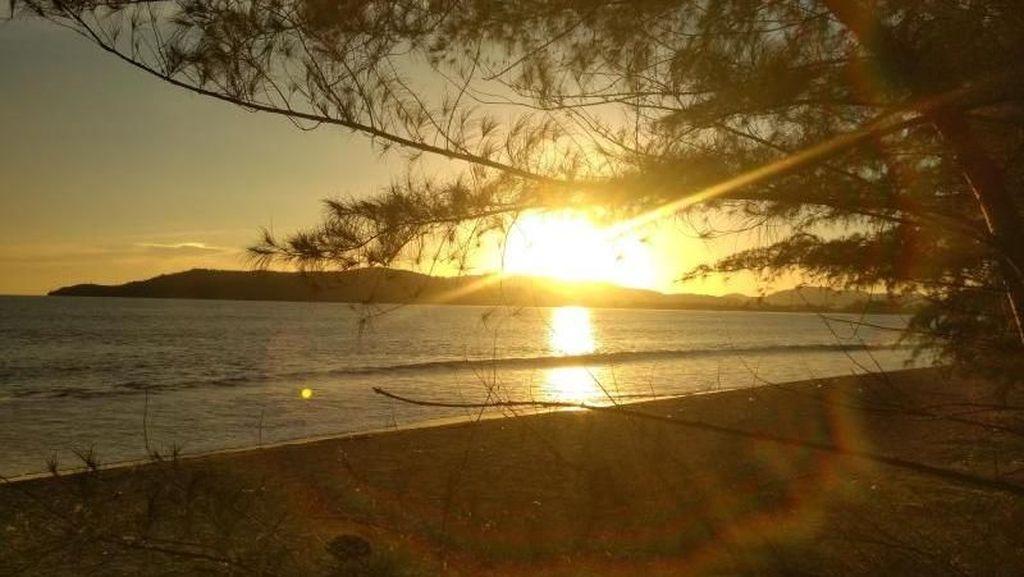Pantai Muaro Bantiang yang Syahdu di Mandeh