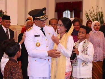 Mutiara Baswedan benar-benar gadis kesayangan Ayah Anies. Keduanya happy banget berbagi kebahagiaan. (Foto: Mutiara Baswedan)