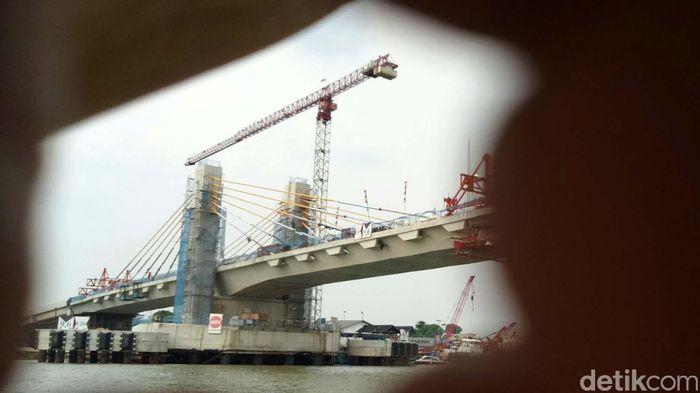 Jembatan ini terus dikebut pengerjaannya sehingga sebelum diresmikan sudah dapat dipakai secara fungsional.