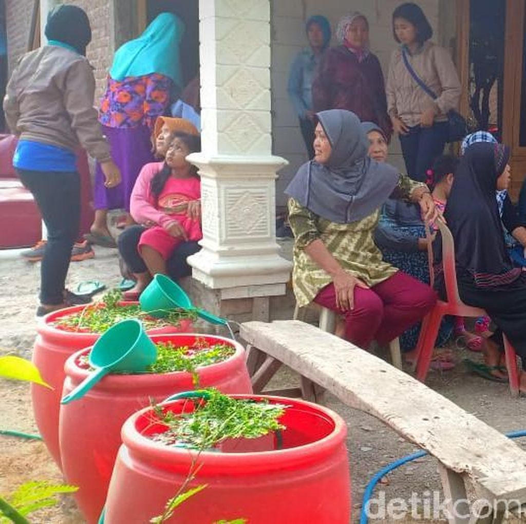 Duka Selimuti Rumah Rini Puspitawati, Korban Kecelakaan Jurang Sarangan