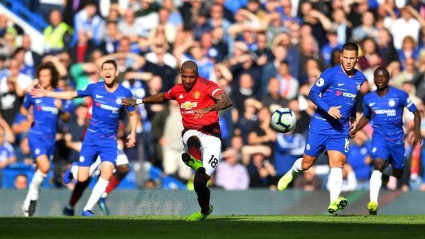 Ashley Young menjadi salah satu pemain Manchester United yang mendukung Jose Mourinho.