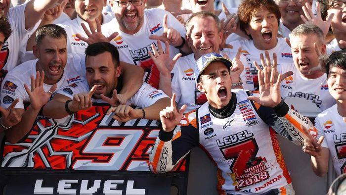 Marc Marquez meraih titel juara dunia ketujuh di MotoGP Jepang 2018. (Foto: Toru Hanai/Reuters)