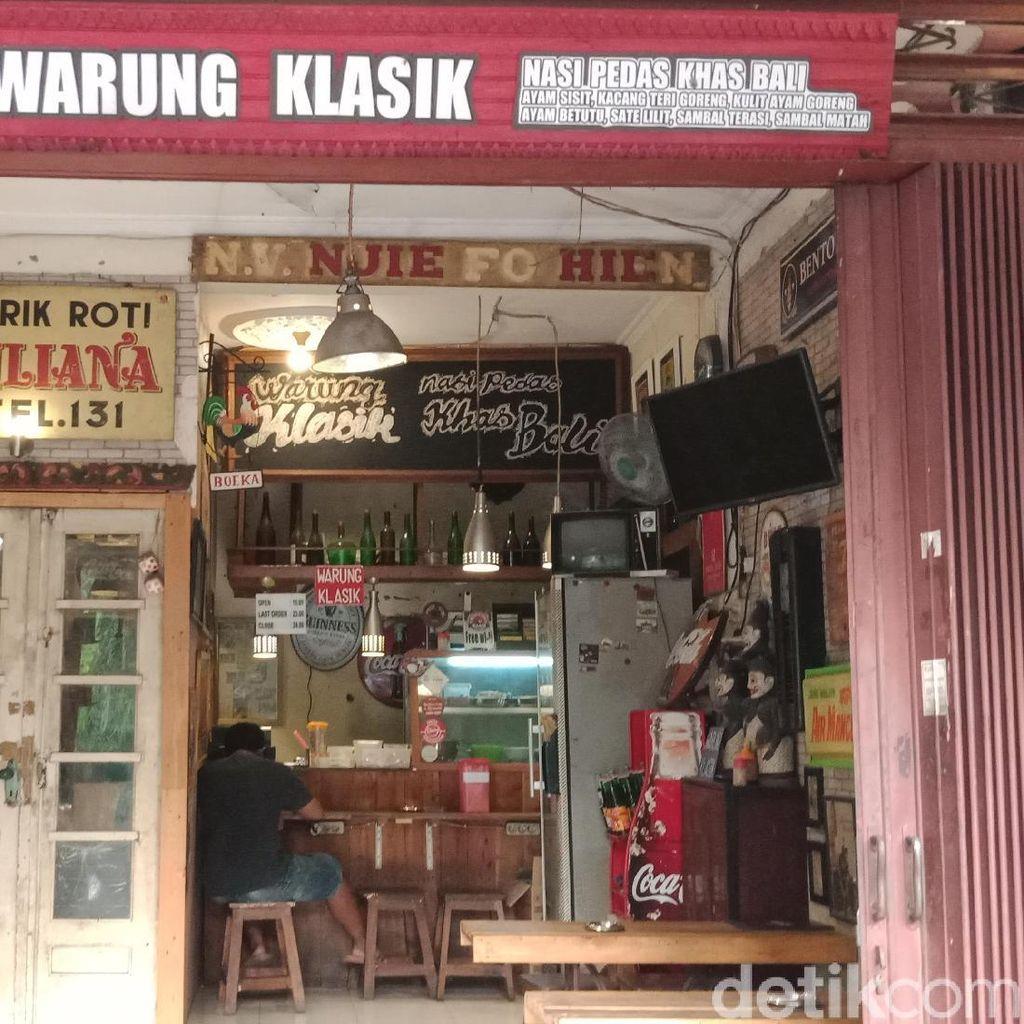 Ada Nasi Pedes Bali yang Sedap di Warung Bernuansa Tempo Dulu Ini