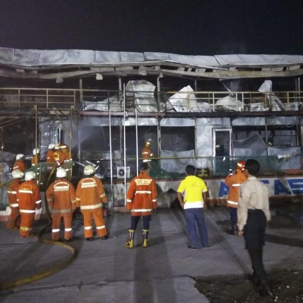 Kebakaran Area Proyek di Jalan Antasari, Api Bisa Dipadamkan