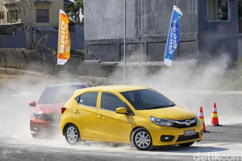 Test drive Honda Brio di Bali, diikuti pebalap Alvin Bahar.