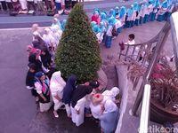 Ribuan Santri Salat Berjamah di Lapangan Gasibu Bandung