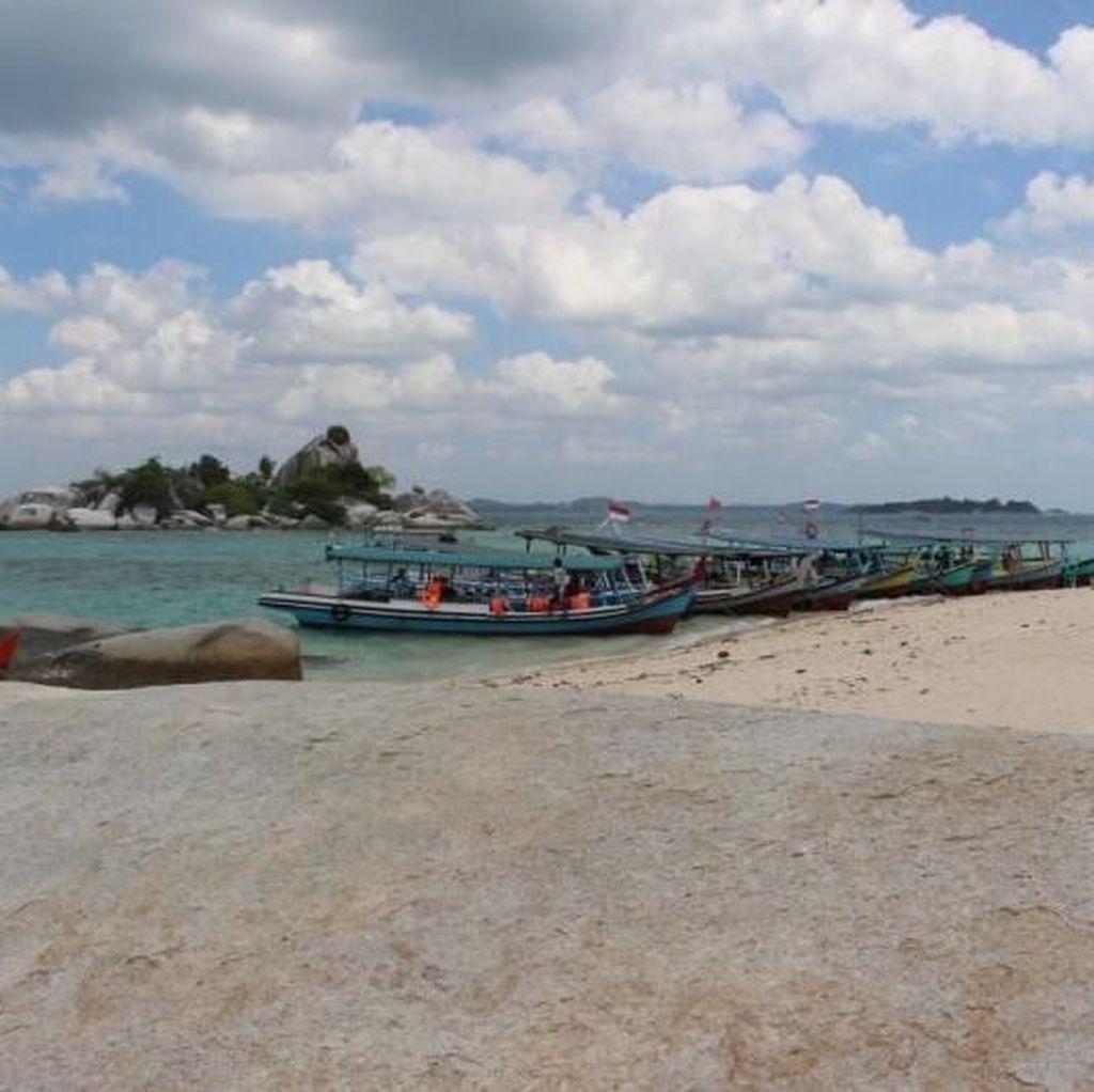 Liburan Maksimal di Pantai Pulau Lengkuas