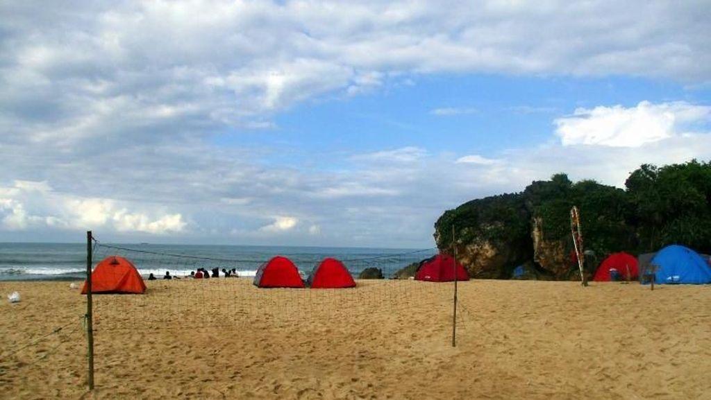 Pantai Ngrumput di Gunungkidul, Kemping di Sana Asyik Nih