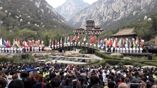 Festival wushu dan shaolin di Zhengzhou diikuti lebih dari 2.000 peserta yang berasal 65 negara.