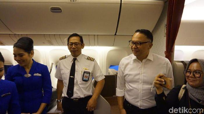Foto: Bos Garuda jadi Pramugara Dadakan/detikcom