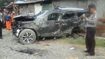 SUV Tertabrak Kereta Api di Surabaya, 3 Orang Tewas