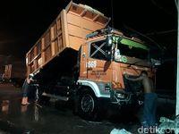 Hilir Mudik Truk Sampah DKI di Tengah Panas Relasi Jakarta-Bekasi