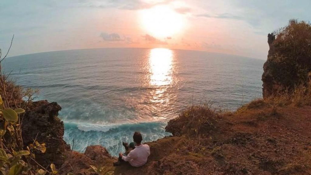Karang Boma, Spot Rahasia untuk Melihat Sunset di Uluwatu