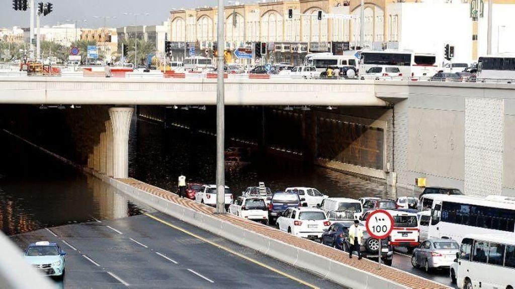 Qatar Dilanda Banjir, Aktivitas Warga Lumpuh