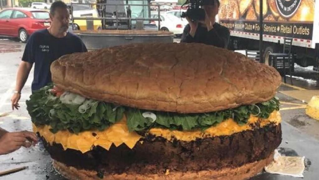 Wouw! Burger Raksasa Seberat 819 Kg Ini Harganya 136 Juta Rupiah