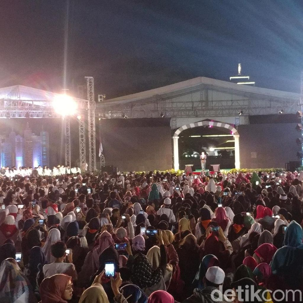 Jokowi Ajak Santri Perangi Hoax Jelang Pilpres