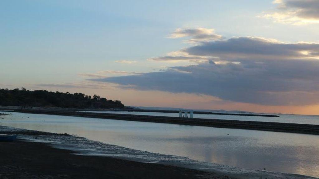 Pantai Lasiana di Kupang, Sunset dan Penduduk yang Ramah