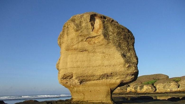 Batu Payung di Lombok yang dikabarkan runtuh (Ilham Firdaus/dTraveler)