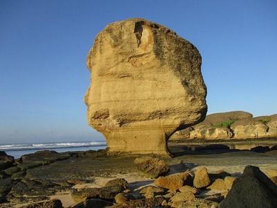 Batu Payung yang Ambruk di Mandalika, Umurnya 10 Juta Tahun