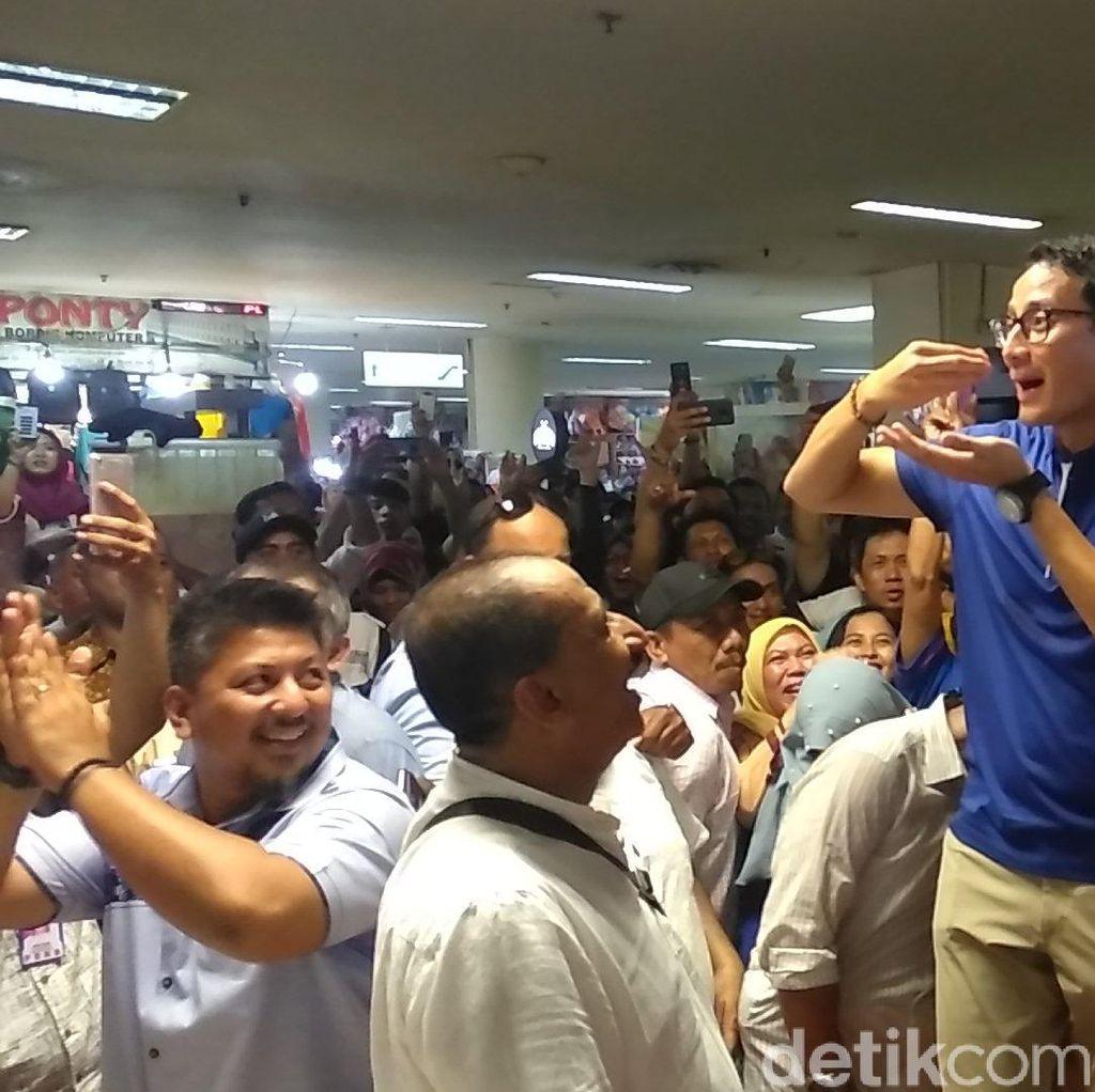 Diserbu Warga Surabaya, Sandiaga Naik Kursi Minta Izin Makan Dulu