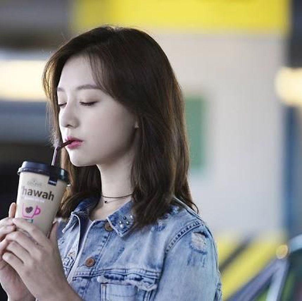Ini Pose Keren Kim Ji Won Saat Makan Sereal dan Minum Kopi