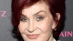 Kanker usus banyak menyerang di usia 50 tahun ke atas. Selain aktris senior Titi Qadarsih, sederet tokoh berikut ini juga mengidap kanker usus.