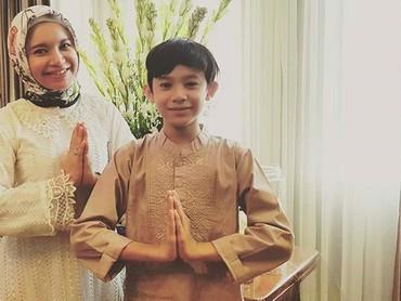 Rizky kini berumur 12 tahun. Rizky merupakan anakRossa dari pernikahan sebelumnya dengan Surendro Prasetyo atau yang dikenal Yoyo Padi. (Foto: Instagram @itsrossa910)