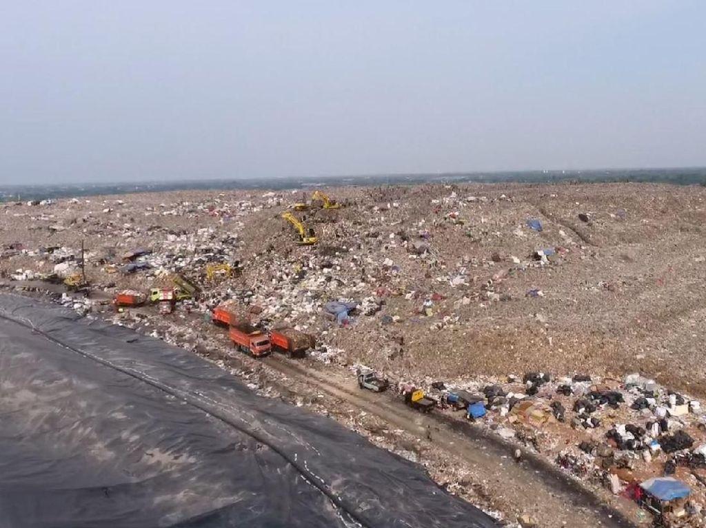 Melihat Gunung Sampah Bantar Gebang dari Lensa Drone