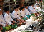 Prabowo-Sandiaga Napak Tilas Resolusi Jihad ke Makam Pendiri NU