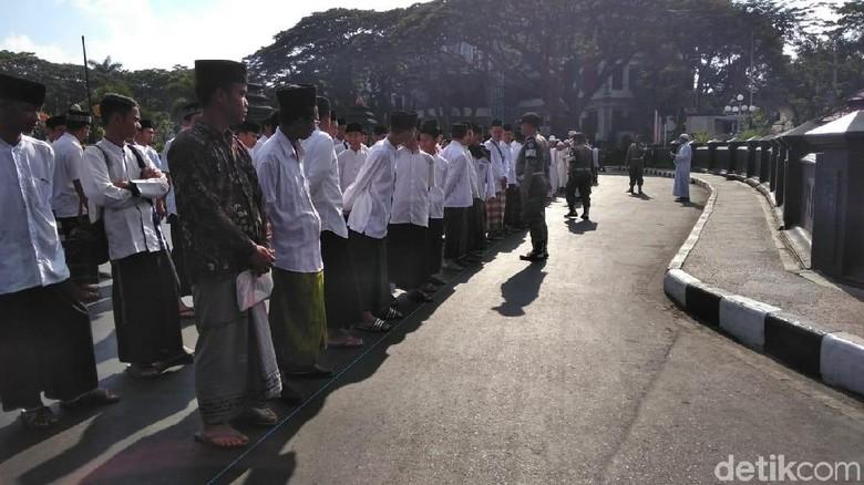 Apel Besar Hari Santri, Pegawai Pemkot Malang Sarungan